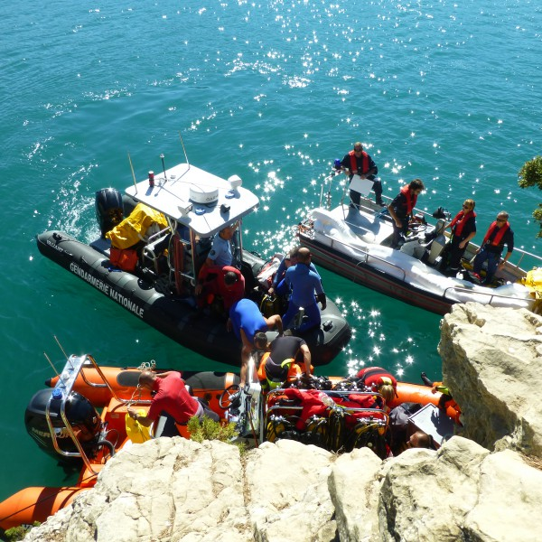 Exercice de cohésion entre les plongeurs du SDIS et de la Gendarmerie, à Esparron-de-Verdon