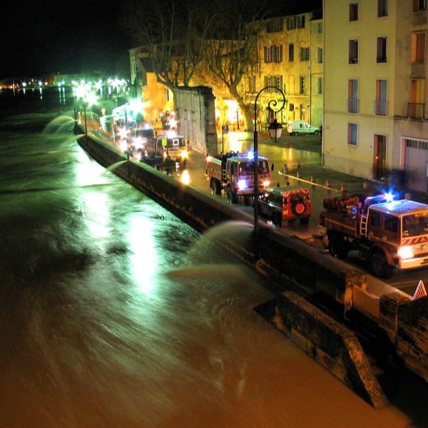 Renfort d'un groupe du SDIS 04 en Arles (13)